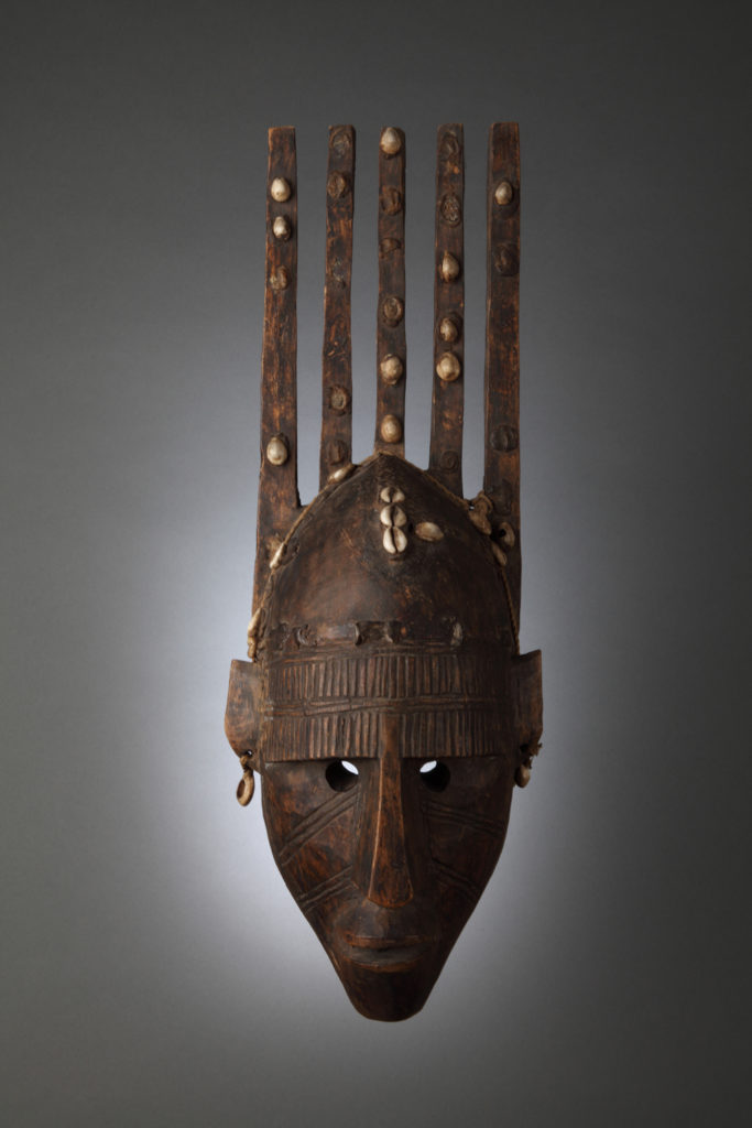 Маска с каури, <br>племе Бамбара, Мали